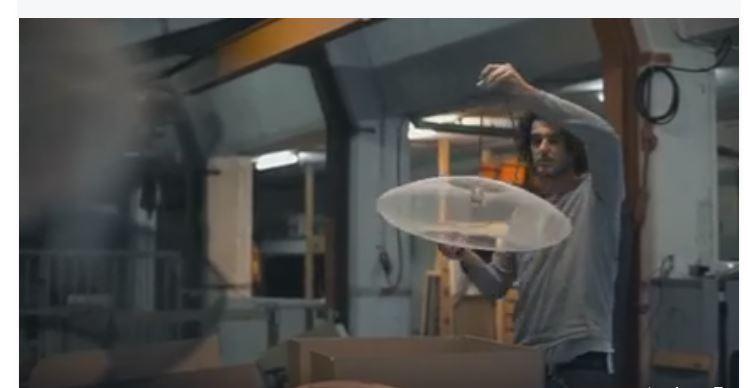 使用航空航天纖維紡織品科技, 讓其輕量級燈.